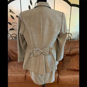 Houndstooth ladies suit with bow size 10